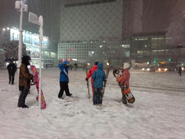 雪景色の渋谷センター街前